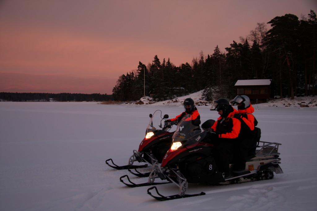 snowmobilesafari finland
